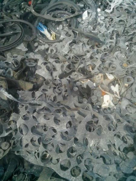 求購廢橡膠邊角料(除輪胎膠)