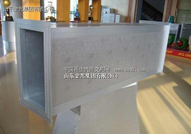 它是由改性酚醛树脂泡与铝箔复合采用连续法生产而制成的,综合性能优